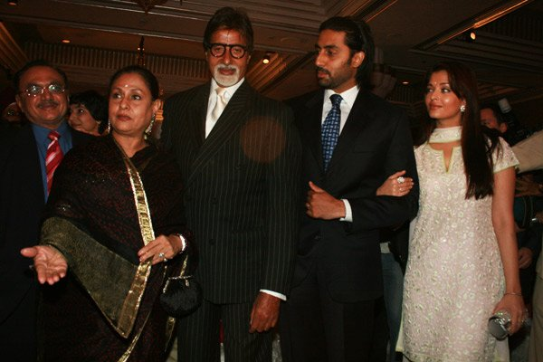 Bachchan_family_still6